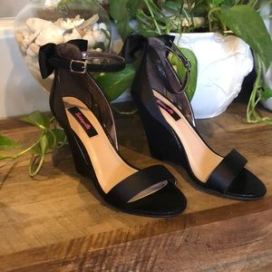 Betsyville Black Wedges•sz7•NWOT